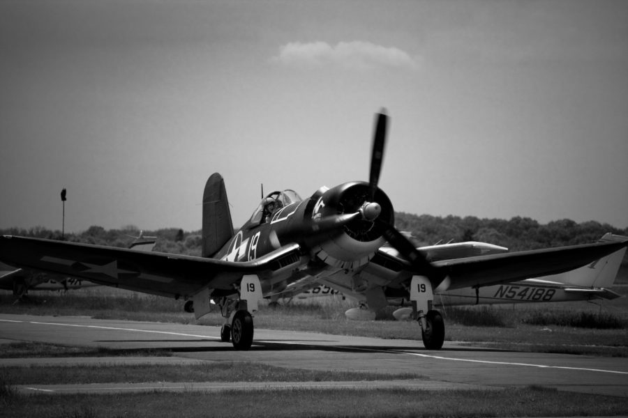 black-and-white-f4u