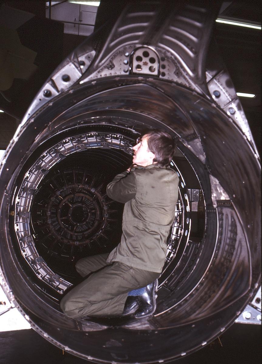 Saab Viggen - Engine Inspection